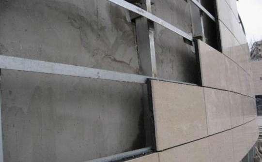 花岗石表面:把大理石,花岗石表面的防污条掀掉,用棉丝把石板擦净.